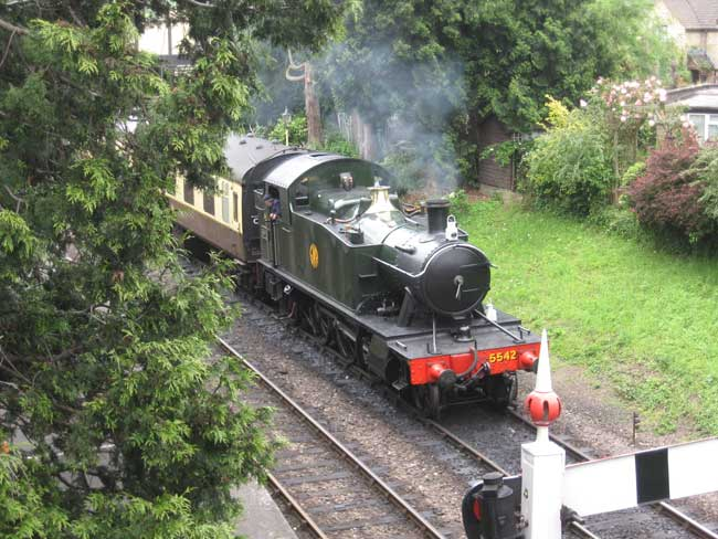 5542 at Winchcombe station