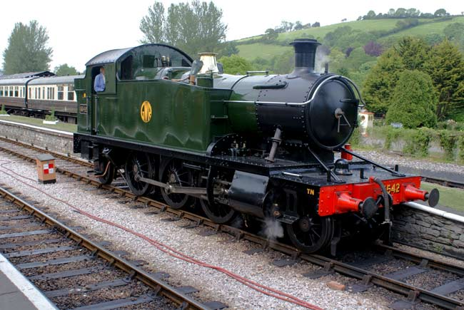 5542 ar Buckfastleigh, South Devon Railway.