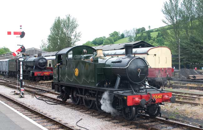 5542 in Buckfastleigh station