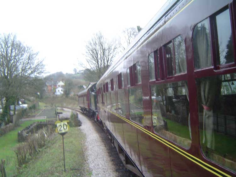5542 leaving Buckfastleigh with 2 autos