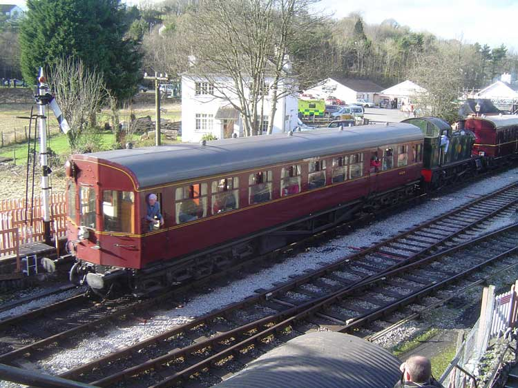 5542 and 2 trailers at Buckfastleigh