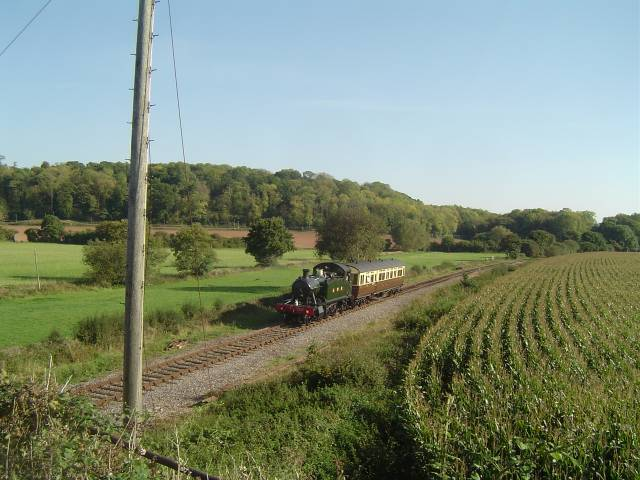 5542 with autocoach near Bishops Lydeard, WSR