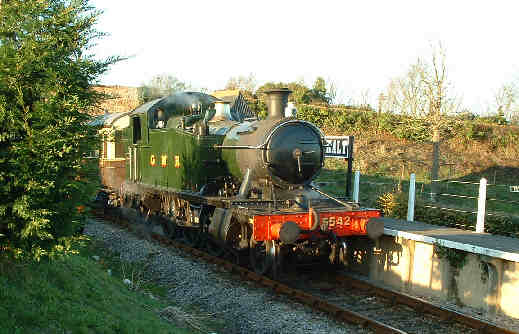 5542 with auto 178 at Donniford Halt, WSR